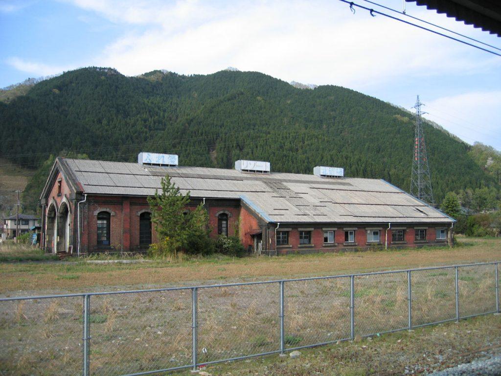 和田山の機関庫