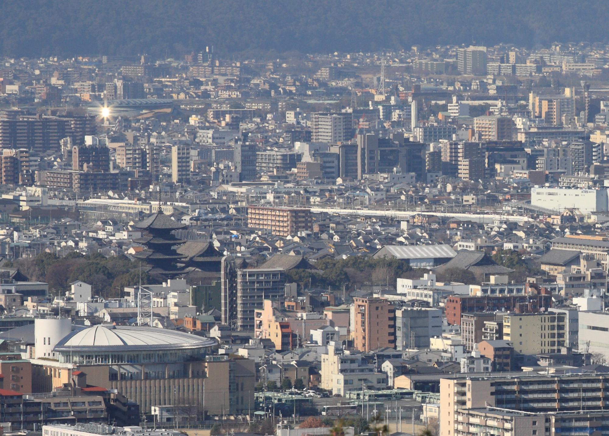 東寺五重塔と新幹線(1)N700系 稲荷山から
