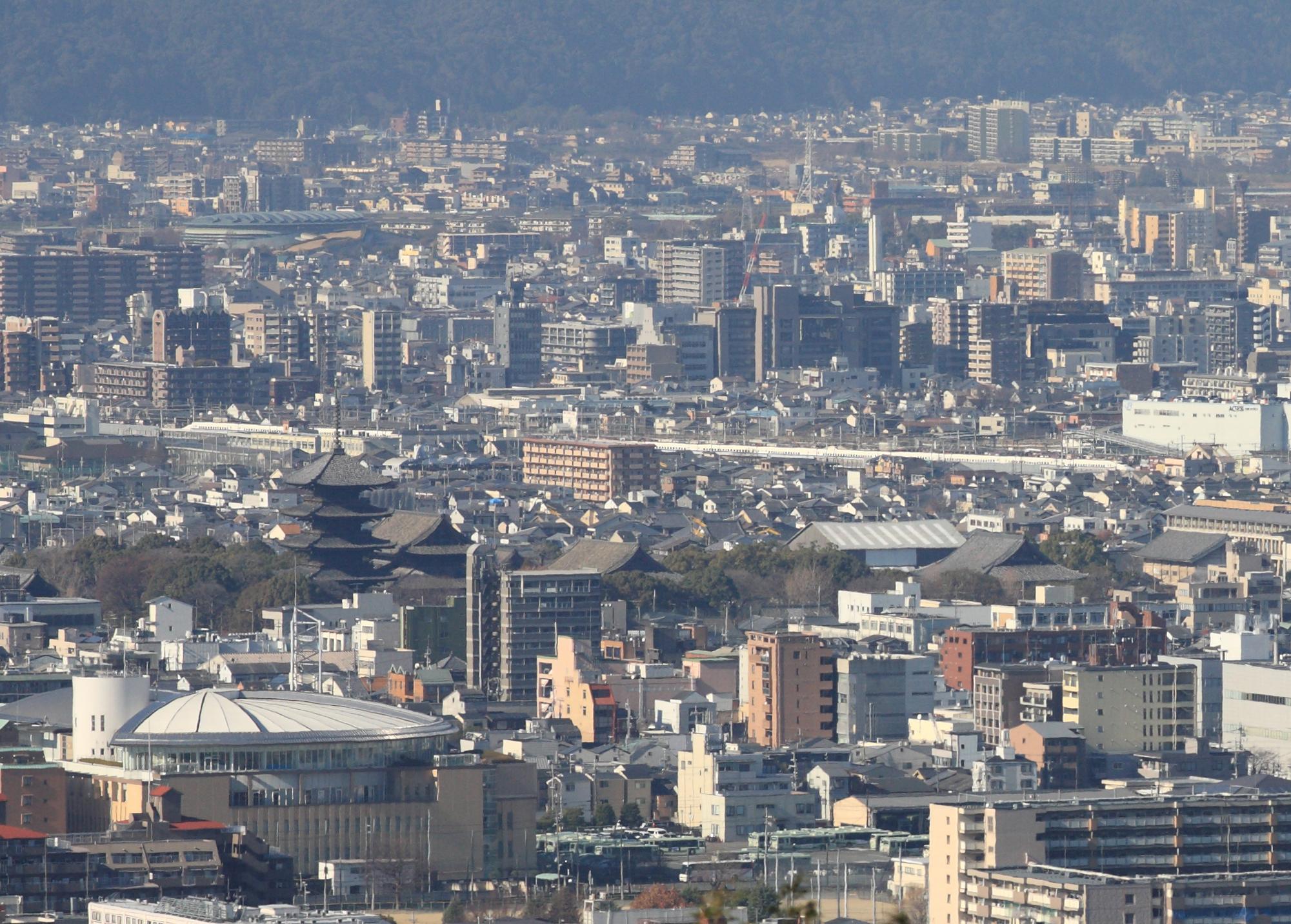 東寺五重塔と新幹線(2)700系 稲荷山から